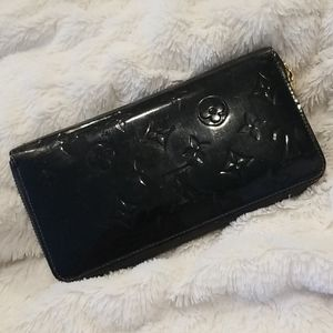 Louis Vuitton Zippy Vernis wallet black